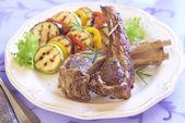 Fried lamb with vegetable garnish — Stock Photo
