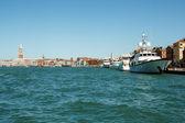 Hafen in venedig-italien — Stockfoto