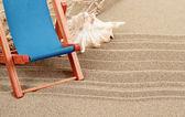 Natureza morta com espreguiçadeira de concha do mar e sol — Fotografia Stock
