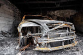 Close up photo of a burned out car — Стоковое фото