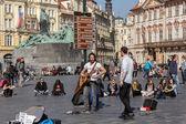 Músicos de rua na praça da cidade velha — Foto Stock