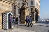 Guard replacement in front of the presidential palace. — Stockfoto