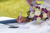 Bride signed contract — Stock Photo