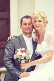 Schöne junge Hochzeitspaar — Stockfoto