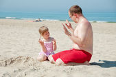 Playing arithmetic on the beach — Stock Photo