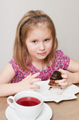 A girl eating a piece of pie — Stock Photo