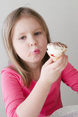 The pretty girl with ice cream — Stock Photo