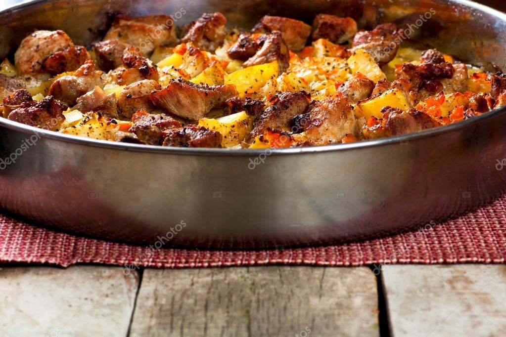 Как сделать мясо с картошкой в духовке