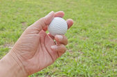 Man hand hold white golf ball — Stock Photo