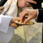 Wedding rings exchange — Stock Photo
