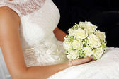 Bride with rose bouquet — Stock Photo