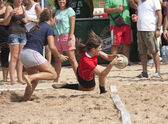Female rugby beach — Stockfoto
