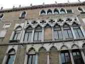Palast auf einem der venezianischen Kanäle — Stockfoto
