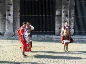 Roman legionaries near to Collosseum — Stock Photo