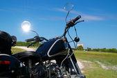 Vintage motocicleta na estrada de terra — Foto Stock