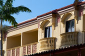 Yellow floridian architecture — Stock Photo