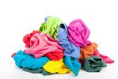 En hög med färgglada kläder — Stockfoto