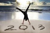 ビーチで幸せな新しい年 2013 年 — ストック写真