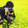 Young woman photographer taking pictures in nature — Stock Photo