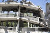 Gebouw verwoest tijdens de aardbeving — Stockfoto