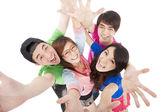 Grupo de jovens feliz se divertindo — Foto Stock