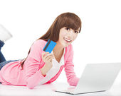 Happy woman shopping on the internet with credit card — Stock Photo