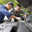Auto mechanic fixes a car in service — Stock Photo