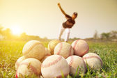Baseball players to practice pitching outside — Stock Photo