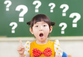 Astonishment little girl is full of questions — Foto Stock
