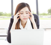 Business woman feel headache and full of painful expression — Foto de Stock
