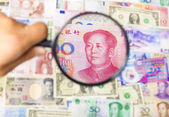 Using a magnifier to search the method of Asian Market — Stock Photo