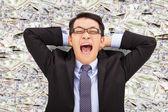 Szczęśliwy młody biznes człowiek leżący na usa, dolar — Zdjęcie stockowe