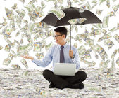 Young business man holding a umbrella with dollar rain — Stock Photo