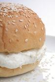 Pan con sésamo y queso fresco — Foto de Stock