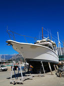 Yacht is being repaired at the port — Stock Photo
