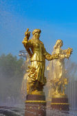 """Fountain """"Friendship of Peoples"""" at the Exhibition Center, sculp — Stock Photo"""