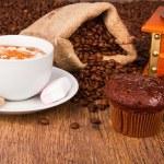 Kaffeetasse mit Schokolade muffins — Stockfoto #25799859