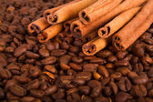 Ziarna kawy i cynamon — Zdjęcie stockowe