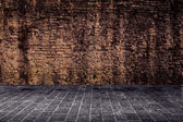 Brown wall with gray ground — Stockfoto