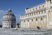 Pisa Cathedral and Baptistery with snow — Stock Photo