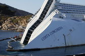 Isola del giglio, Italy - March 15, 2013:The ship Concordia front of the harbor of Isola del Giglio of italy. — Stockfoto