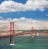 25th of April Suspension Bridge in Lisbon, Portugal, Eutopean tr — Stock Photo
