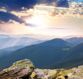 Majestic Sunrise over the mountains  with sunbeams — Stock Photo