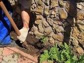 Hombre cavando — Foto de Stock
