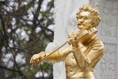 Johann Strauss statue in Vienna — Stock Photo