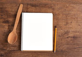 Open cookbook and kitchenware — Stockfoto