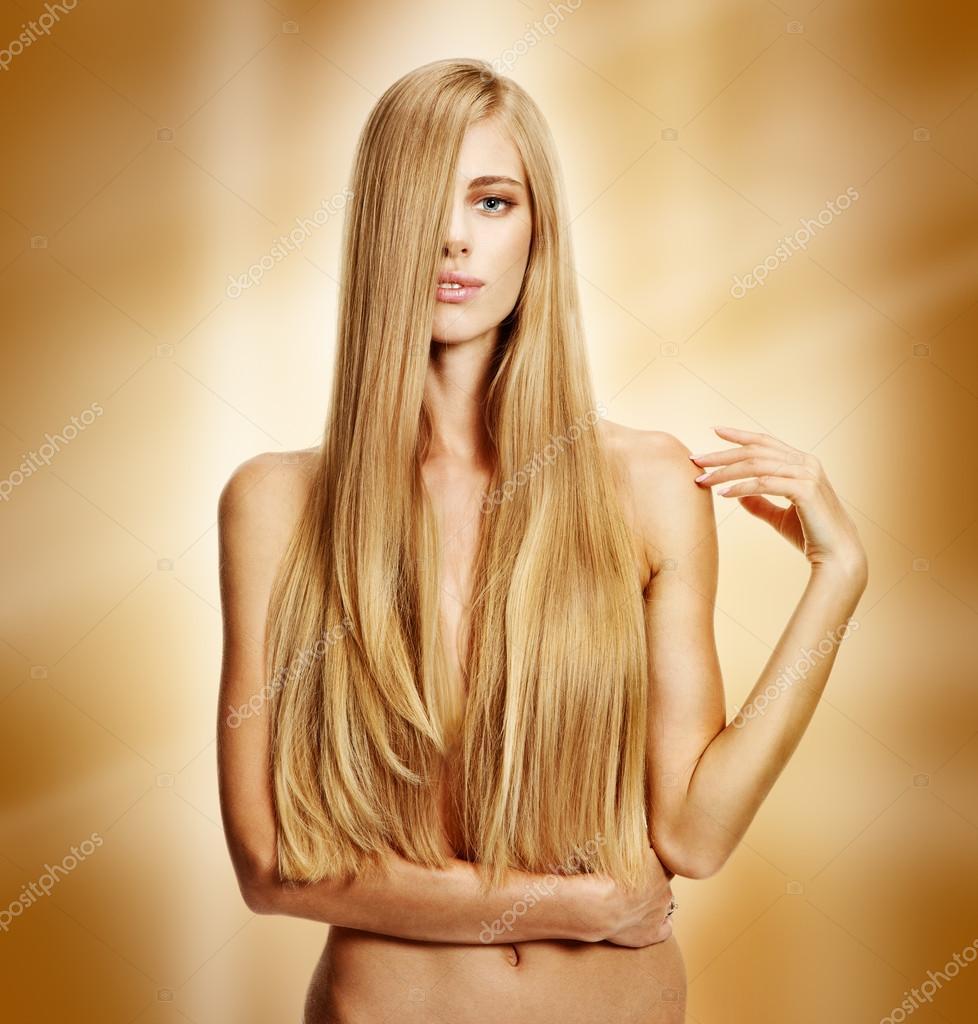 Modèle de cheveux longs — Photographie RomarioIen © #41394607