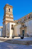 Belltower fostrar kyrkan. Copertino. Puglia. Italien. — Stockfoto