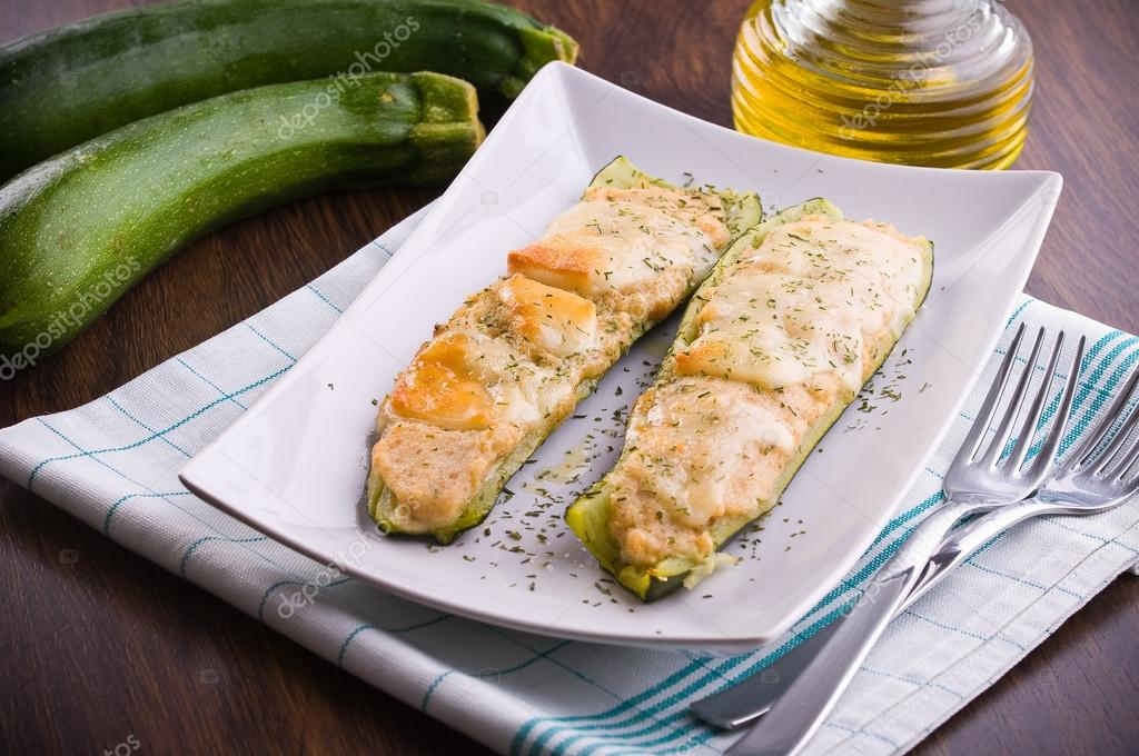Zucchini stuffed with cheese. — Stock Photo #14554997
