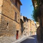 Alleyway. Orvieto. Umbria. Italy. — Stock Photo